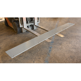 Edge of dock leveler approach plate